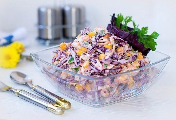 Салат «коулсло» ингредиенты: капуста краснокочанная — 1 маленький кочан капуста белокочанная — 1 маленький кочан морковь — 2 шт...