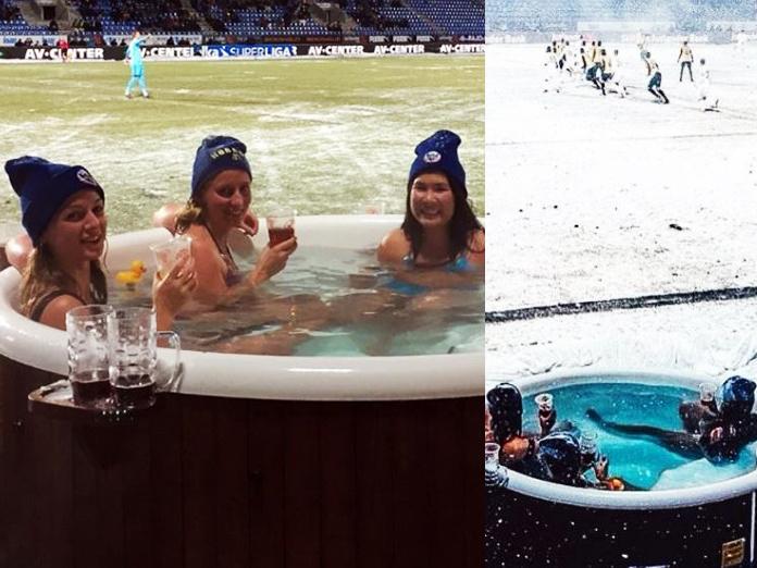 Фанатки смотрели футбол с пивом из джакузи у кромки поля. 14427.jpeg
