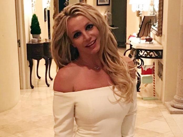 Бритни Спирс показала на видео, что вытворяет с гантелями. 14529.jpeg