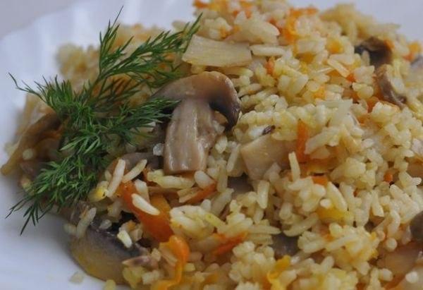 Отличный вариант плова - рис с грибами.