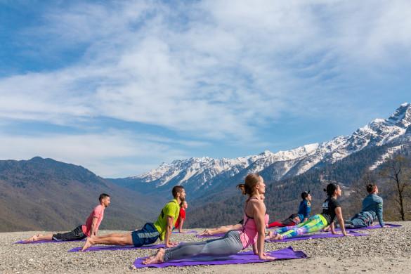 Горы спорта в горах Сочи. йога