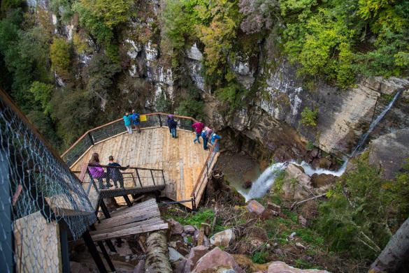 Курорт в окрестностях Сочи предлагает разнообразные пешие маршруты в горах. 14827.jpeg