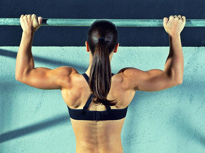 Для мышц спины: не проходите мимо турника