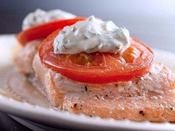 Правильная еда: горбуша, запеченная в сметанно-грибном соусе