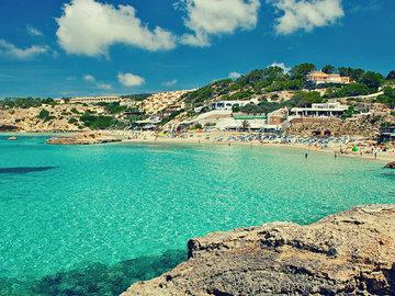 Место на пляже: зачем Месси купил себе отель на Ибице