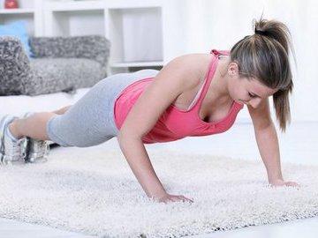 Комплексная тренировка дома для девушек. Удели своему телу 15 минут!