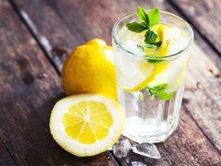 Семь причин выпить стакан воды с лимонным соком
