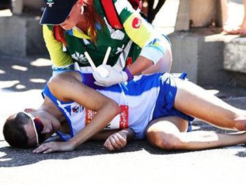 Солнечный удар: лидер марафона грохнулся на асфальт