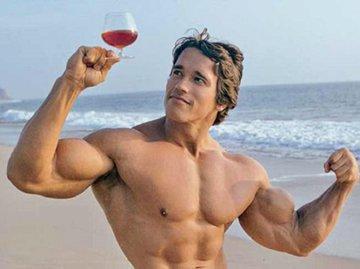 Бокал красного вина заменяет тренировку в спортзале - исследование