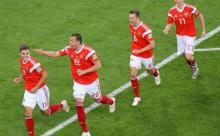 Сборная России одержала вторую победу кряду на чемпионате мира и вышла в следующий этап